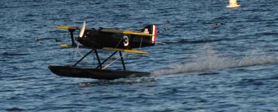 Landing the Curtiss R3C-2